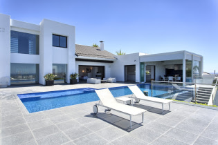 Spain property for sale in Los Flamingos, Andalucia