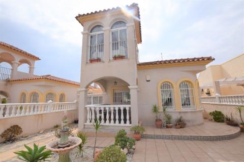 Huizen-Villa te koop in Lo Crispin
