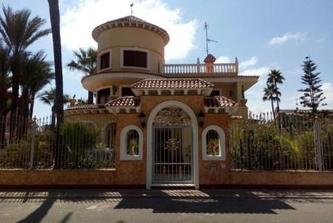 Huizen-Villa te koop in La Veleta