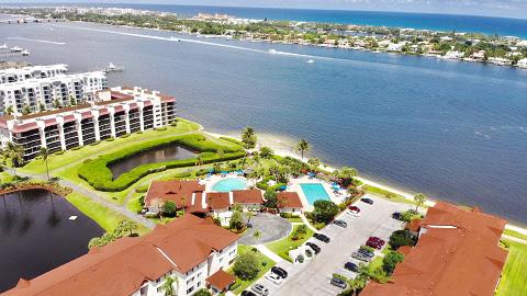 Condominios en venta en Hypoluxo FL