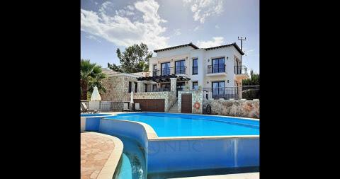Maison-Villa à vendre en Agia Marina
