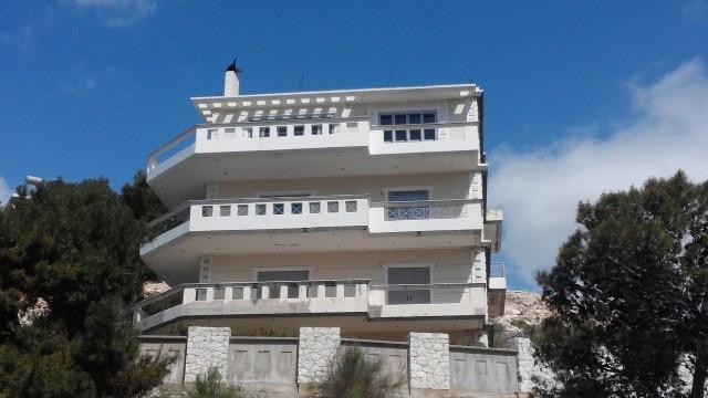 Nuove costruzioni immobiliari in vendita 12 camere da for Piani casa in stile artigiano 4 camere da letto